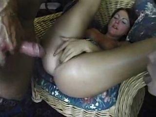 amature Mädchen, das einen riesigen Schwanz in den Arsch