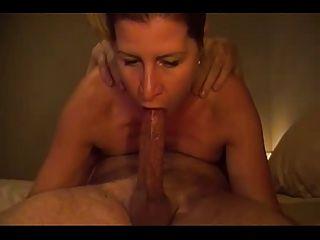 Frau gibt eine erstaunliche Throat Blowjob