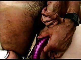 er Riffe ihre haarige Arschloch reifen