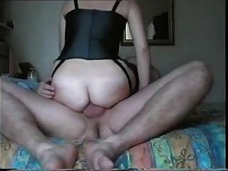 Amateur british Babe liebt es, den Hintern nach oben!