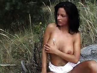 im Wald gefickt von snahbrandy