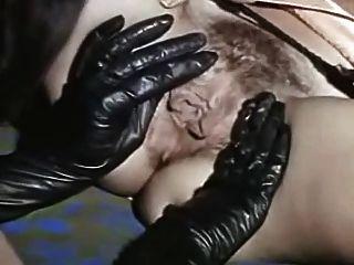 Vintage Lesben lecken sexy schwarzen Stiefeln und saftige Mösen