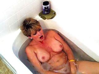 reife masturbieren in barthroom - von TLH