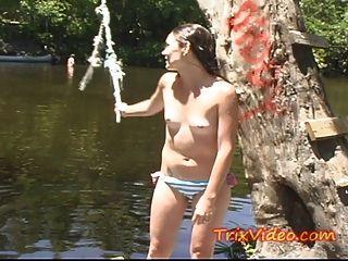 hot Teen Hausfrau wird in der Öffentlichkeit nackt