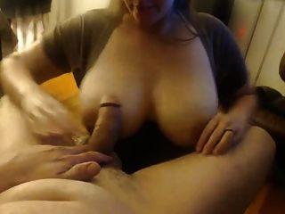 große Brust wifey saugt ihr Mann weg, nimmt Gesichts-