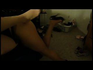 Rucken auf pantyhosed Füßen!