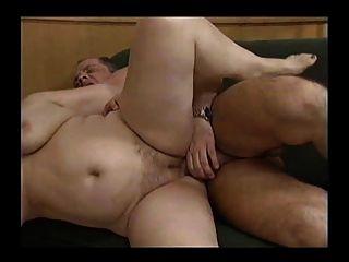 zwei geile fette Omas mit einem Mann