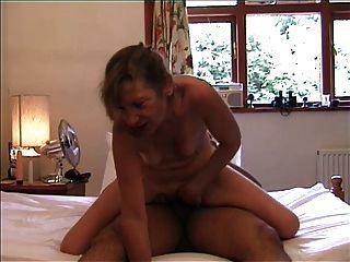 sexy reife Dame an der Spitze - Muschi und anal