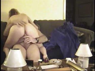 Älteres Paar Sex auf der Couch-wear-Tweed
