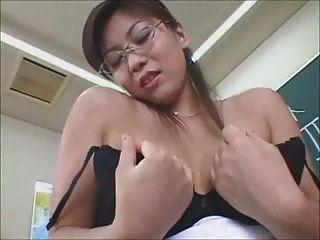 sexy japanische Lehrer endet mit schlüpfer cum shot