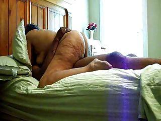 Fett Oma auf schwarzem coock Reiten