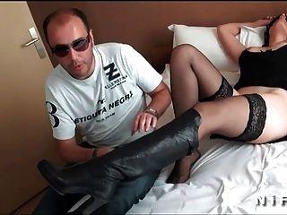 französisch Frau mit schönen Titten von einem John Doe angeboten und gefickt