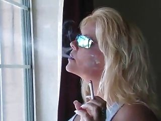 hot blonde Milf Rauchen Kompilation