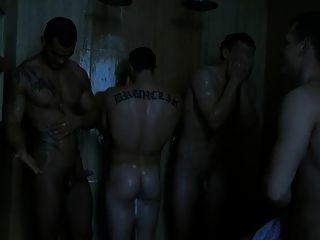 lustig machen über seine Boner in der Dusche