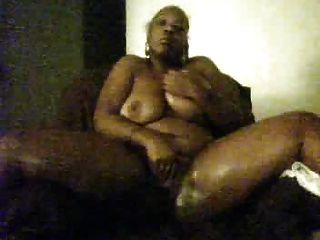 schwarz bbw spielt mit Pussy auf cam