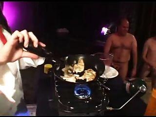 Mädchen essen cum homelette