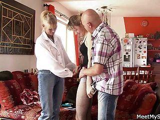 sie hat einen Dreier mit seinen alten Eltern