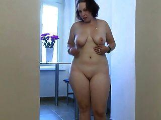 mollig junges Mädchen in der Masturbation Aktion