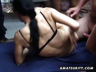 Amateur-Gruppen-Sex: 2 Küken und 4 Schwänze!