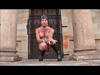 Schlampe Transvestiten im Freien