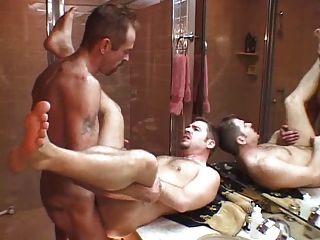 Papa fickt seinen Sohn nicht nach der Dusche