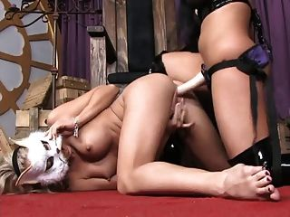 hot girls in Lesbo Strapon Abenteuer ...