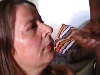 weiße Frau Sperma von zwei Schwanz auf Gesicht erhalten