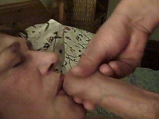 alt pervertiert Magd Sperma ins Gesicht gespritzt bekommen