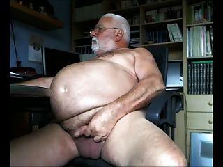 dicken Bauch Opa wichst für die Kamera aus