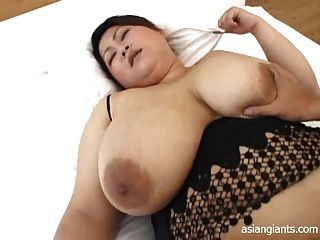 asiatische bbw mit großen Titten