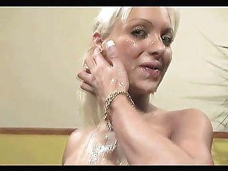 bukkake Mädchen mit gefälschten Titten