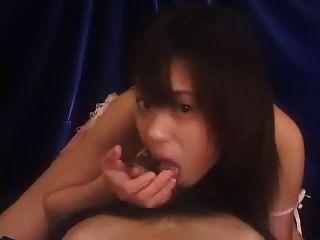 asiatische Mädchen Blasen, Wichsen und abspritzen