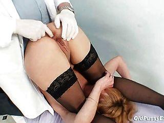 Skinny MILF Gyno Klinik Prüfung von Kinky Arzt