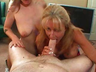zwei Damen teilen sich einen Schwanz