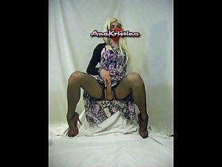 anakristina - hot blond hat etwas unter dem Kleid