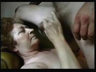 cuming auf Gesicht eines alten Schlampe