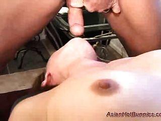 asian hot Hase bekommt tiefer Oralsex und anal gefickt Sex