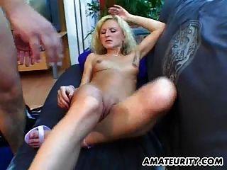 blonde Amateur Freundin saugt und fickt mit Gesichts