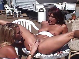 trailer trash Milf Lesben Gruppensex