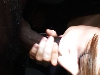Schwarz Abspritzen im Mund 2