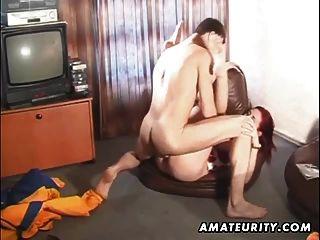 Amateur Rothaarige Freundin blasen und anal mit Creampie