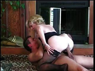 Kitty Fuchs bekommt eine schöne Ladung von einem jungen Mann