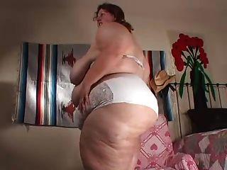 riesige Mädchen ass Ausbreitung & Bauch necken