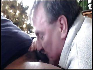 Papa saugt schwarzen Schwanz