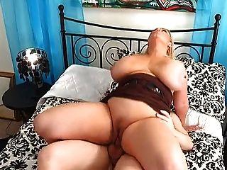 Big Tit Milf liebt Hahn