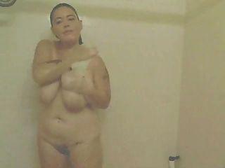 Amateur BBW masturbiert in der Dusche