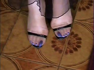 meine nackt und in den Strümpfen langen blauen Zehen !!!!!