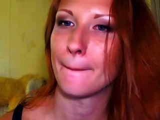Rothaarige lange Zunge