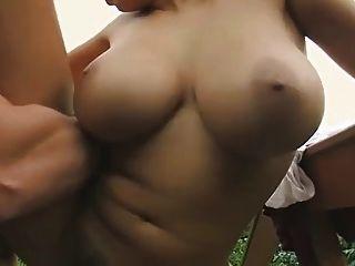 big tits Mädchen in der Öffentlichkeit