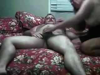 mollig Mutter einen Schwanz reiten und sein Sperma saugen